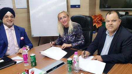 """Договорът с индийската ВФС """"Глобъл"""" бе подписан от българския посланик в Индия Елеонора Димитрова."""