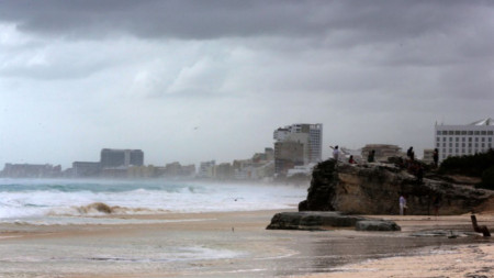 Ураганът Зета навлезе в Канкун, Мексико