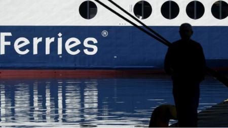 Кораби и фериботи се очаква да остана на котва утре заради стачка на служителите по пристанищата.