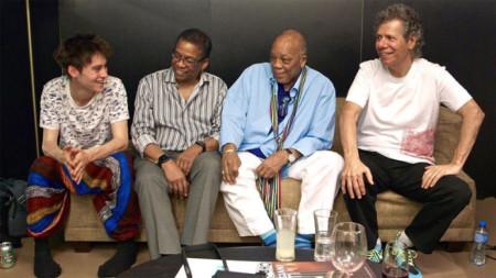 Хърби Хенкок, Куинси Джоунс и Чик Кърия гледат към Джейкъб Колиър