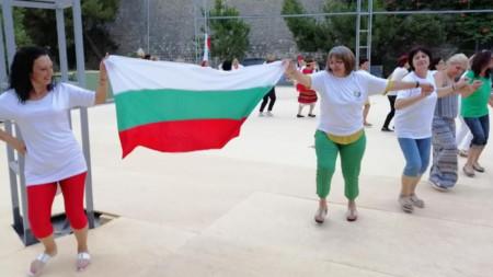 Както на всеки български събор, така и на този на остров Крит има вкусна трапеза с традиционни български ястия, както и музика и народни танци.