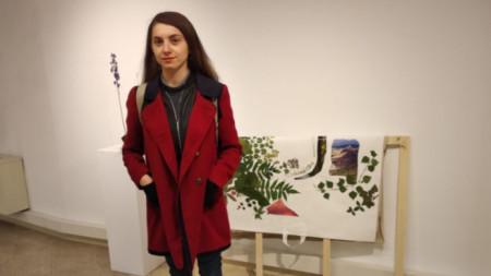 """Мария Налбантова пред своята инсталация """"Какво следва"""""""