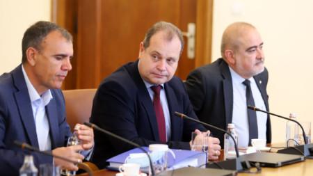 """Ръководители на Българска браншова камара """"Пътища"""" на срещата в Министерски съвет."""