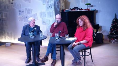 Проф. Цочо Бояджиев, Чавдар Ценов и Кристин Димитрова на премиерата на книгата