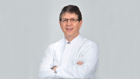 доц. д-р Петър Руев, д.м.
