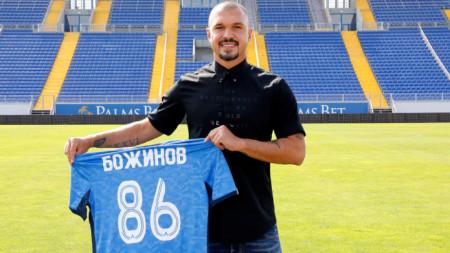Валери Божинов ще носи екипа на Левски за четвърти сезон.