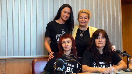 Отляво надясно, изправени: Елеонора Петрова, Анелия Торошанова, седнали: Димитрина Русева и Вера Иванова