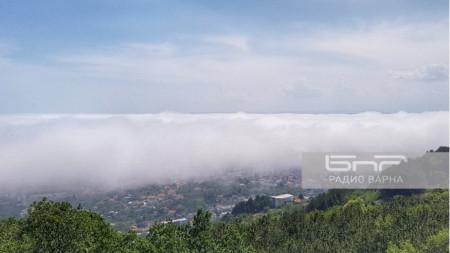 Варна под мъгла