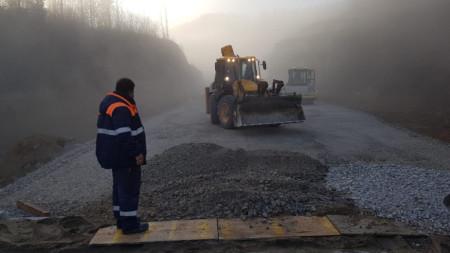 Бойко Борисов инспектира строителните дейности на обходния път на Габрово.