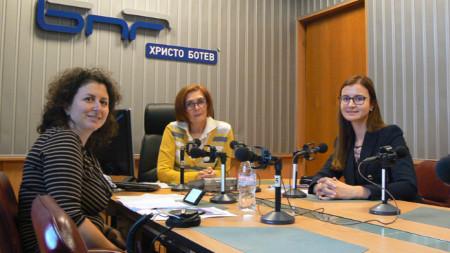 Елена Атанасова, Цвета Николова и Симона Велева (отляво надясно)
