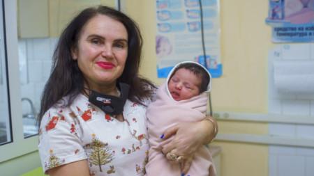 Янислав - първото бебе в община Мездра за 2021, родено в местната болница на 4 януари.