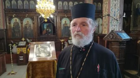 Отец Петър - Гарена