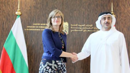 Външният министър Екатерина Захариева и колегата ѝ Абдула бин Зайед бин Султан ал-Нахаян по време на визитата на българска делегация в ОАЕ преди година.