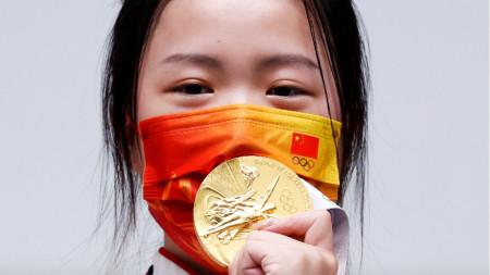 Китайката Цян Ян постави нов олимпийски рекорд в спортната стрелба.
