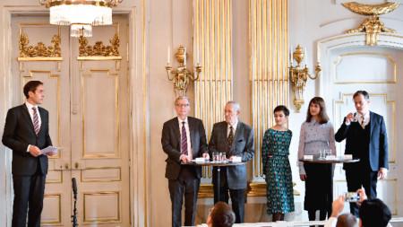 Шведската академия присъди Нобеловата награда за литература за 2018 г. на полската писателка Олга Токарчук, а за 2019 г. – на австрийския писател Петер Хандке.