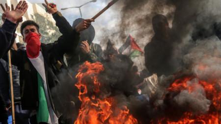 Протест на палестинци в Газа срещу т.нар. сделка на века, с която президентът Доналд Тръмп иска да разреши конфликта между Израел и палестинците.