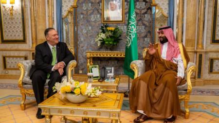 Държавният секретар Майк Помпейо разговаря в Джеда със саудитския престолонаследник принц Мохамед бин Салман.