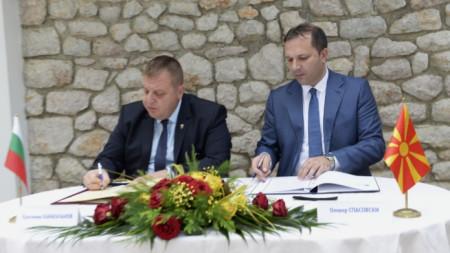 Протоколът бе подписан в Охрид от вицепремиерите Красимир Каракачанов и Оливер Спасовски