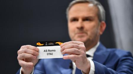 Рома ще играе срещу Севиля на осминафиналите.