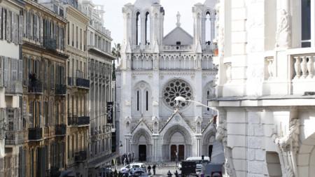 """Мястото на атентата в Ница - църквата """"Нотр Дам"""""""