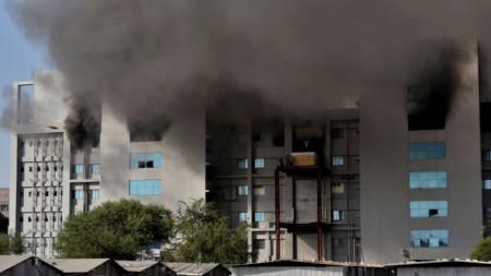 Пожар в Индийския серумен институт