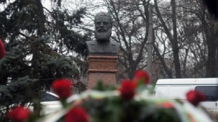 Бюст-памятник Христо Ботеву в Одессе