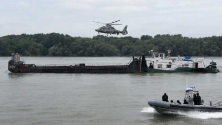 Част от тренировката по обезвреждане на плавателен съд с терористи.