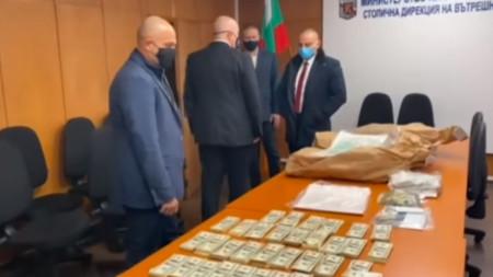 Главният прокурор Иван Гешев пусна специален туит и видео за операцията.