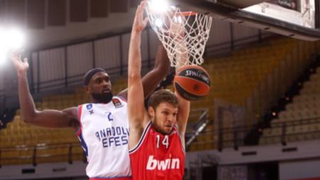 Везенков отново игра за Олимпиакос след коронавируса