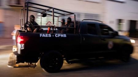Специални части на венецуелската полиция били пратени да решат кризата с взети заложници в ареста.