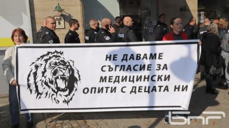 Кадър от протест срещу  сертификата в София