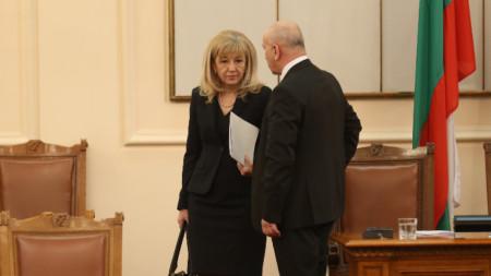 Регионалният министър Петя Аврамова ще отговаря на депутатски питания.
