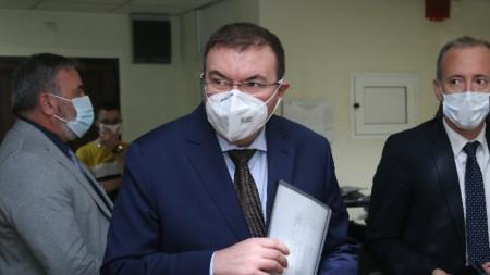 Костадин Ангелов в Министерството на здравеопазването, където бе даден брифинг за Covid-ситуацията у нас
