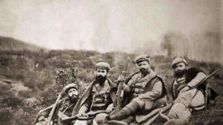 Отляво надясно Мише Развигоров, Даме Груев, Ефрем Чучков и Атанас Бабата на Скопския конгрес на ВМОРО (1905 г.)