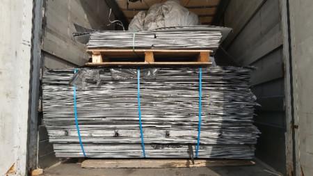 Шест ТИР-а с турска регистрация, превозващи 137 тона отпадъци от пластмаса и метал, са задържани в района на ГКПП Капитан Андреево.