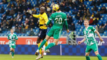 Али Соу (в жълт екип) направи сериозни пропуски за Ростов.