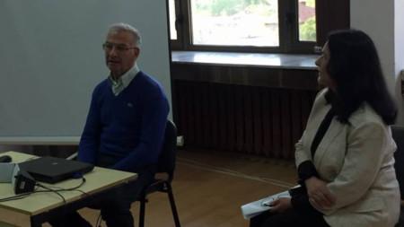Владо Каперски и Юлия Караджова на представянето на книгата