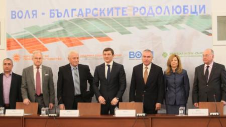 """Представители на новата коалиция """"Воля - българските родолюбци"""" на обявяването ѝ в парламента."""
