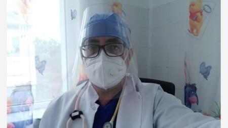 Д-р Димитър Димов не препоръчва все още ваксинирането на деца срещу COVID-19