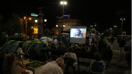 44-й день недовольства: кино на Орлином мосту