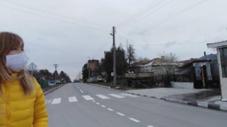 Tervel'in Bezmer köyünden vatandaşlar sıkı tedbirler alıyor ve yurt dışından gelen köydeşlerinin zorunlu karantinaya uymalarını istiyor
