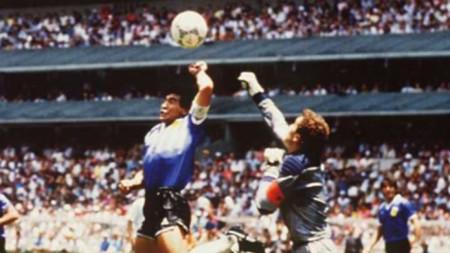 Голът с ръка на Марадона срещу Англия.