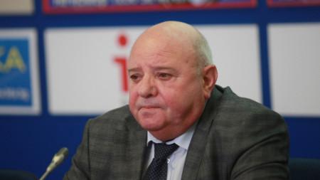 Проф. Любен Тотев