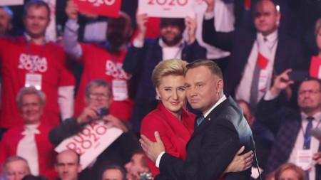 Полският президент Анджей Дуда със съпругата си Агата Корнхаузер-Дуда  на откриването на предизборната кампания