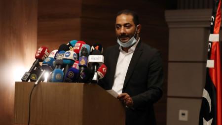 Абделмомен ал-Шариф, член на комитета за нова конституция на Либия, по време на пресконференция в Тунис