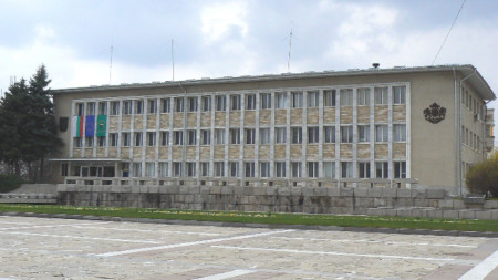 Сградата на общината в Панагюрище.
