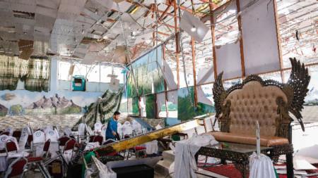 Нападението е извършено в сватбена зала в шиитски квартал в западната част на афганистанската столица.
