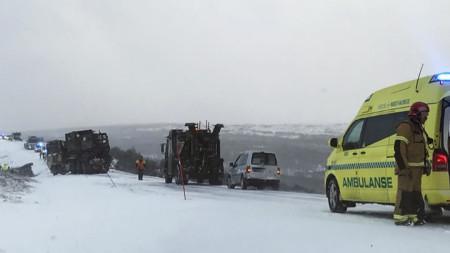"""Четирима US войници бяха леко ранени във вторник при катастрофа на камионите им, доставящи материали за учението """"Трайдънт джънкчър"""" в Норвегия."""