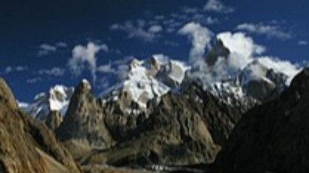 Върховете Латок 1,2,3,4. Най-високият е Латок 1 (7145 м)