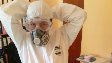 Личните лекари във Велики Преслав са в защитни костюми.
